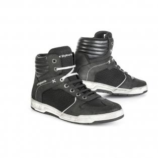 Csizmák és cipők
